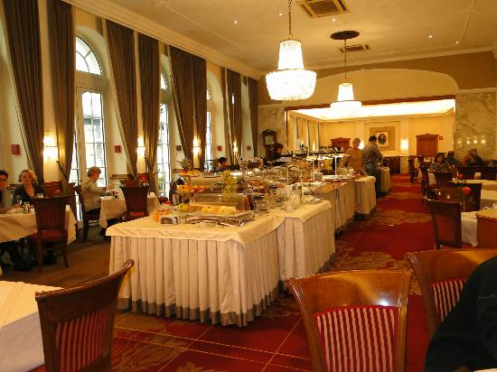 Hotel Stefanie: Breakfast Buffet