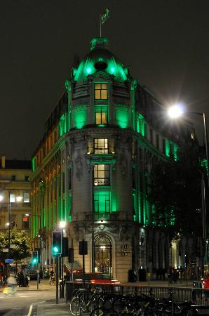 One Aldwych: Exterior in green