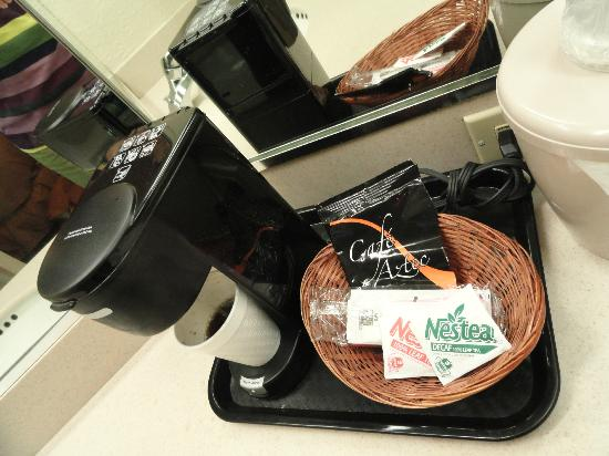 Lancaster Red Roof Inn: Deluxe Keurig? I think not!