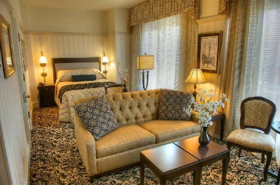 Gaslamp Plaza Suites: Mini Suite