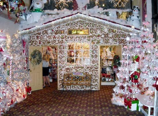 "Salvatore's Garden Place Hotel: ""Gingerbread"" Gift Shop"
