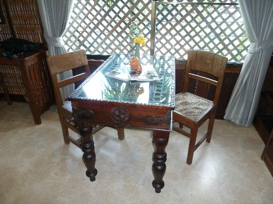 Jangmuang Boutique House: Dinning table in the room