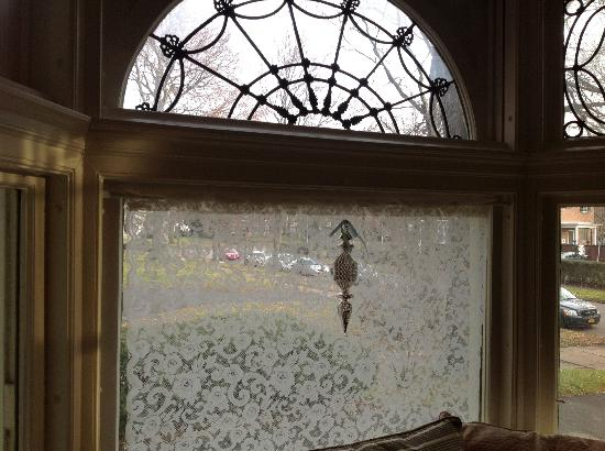 A B&B at The Edward Harris House Inn and River Cottage : Beautiful Window Treatment in Living Room