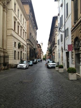 Hotel Indigo Rome - St. George: View of Street the hotel is on