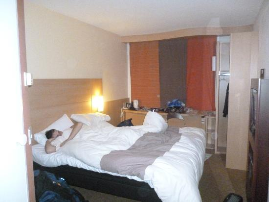 Ibis London Heathrow Airport: room