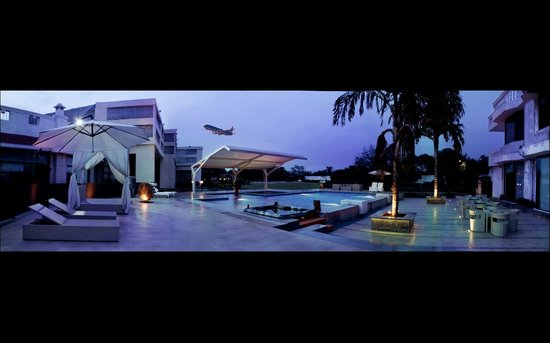 Hotel Clark Greens - Airport Hotel & Spa Resort