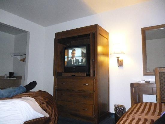 Days Inn Phoenix Metro Center: TV!