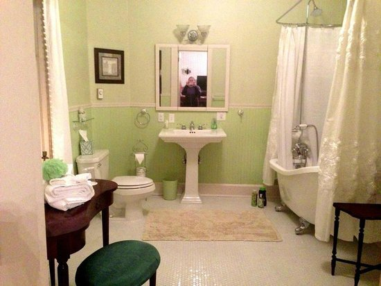 Bayside Bed and Breakfast: Love this bathroom!