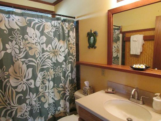 Kauai Cove Cottages: Bathroom