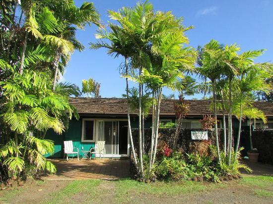 Kauai Cove Cottages: Front of Plumeria Cottage
