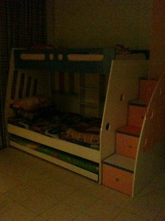 HARRIS Resort Batam Waterfront: room 112 a suite with children bed