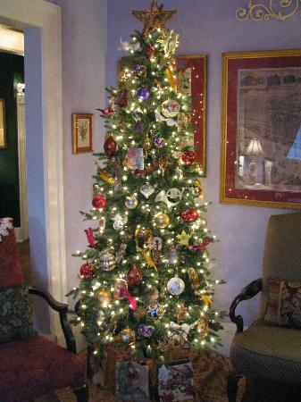 Park Avenue Manor: Christmas Tree in parlor