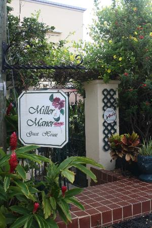Miller Manor Guest House: Miller Manor front entrance