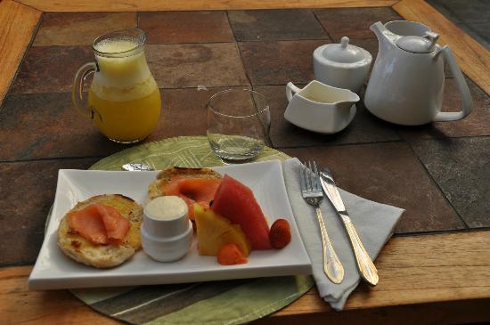Condotel Las Cascadas: Breakfast Treats