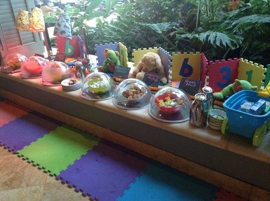 Four Seasons Resort Maui at Wailea: childrens buffett at breakfast at Duo.