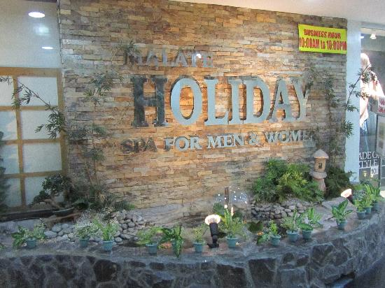Men and Women's Massage Area Entrance - Picture of Holiday Spa, Manila