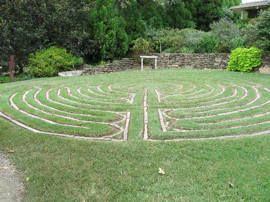 Lookout Point Lakeside Inn: labyrinth :)