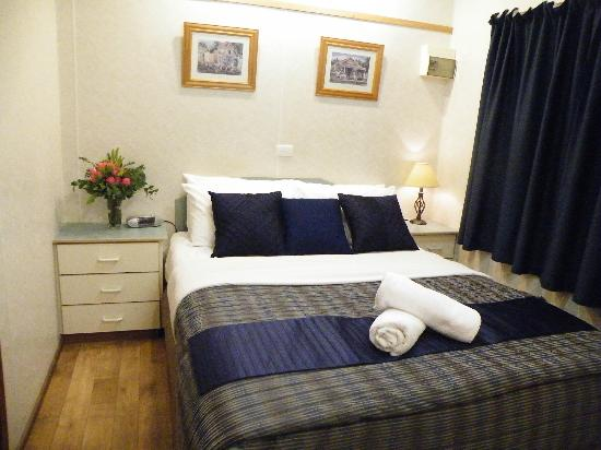 Lake Hamilton Motor Village & Caravan Park: Couples Bed Room