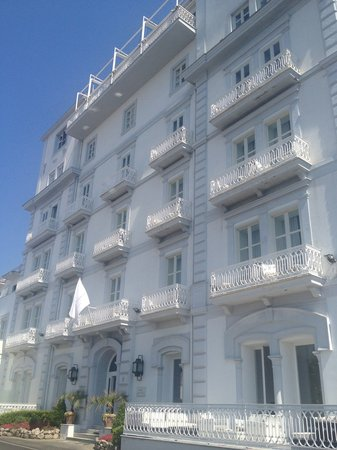 Hotel Mediterraneo Sorrento: Hotel front