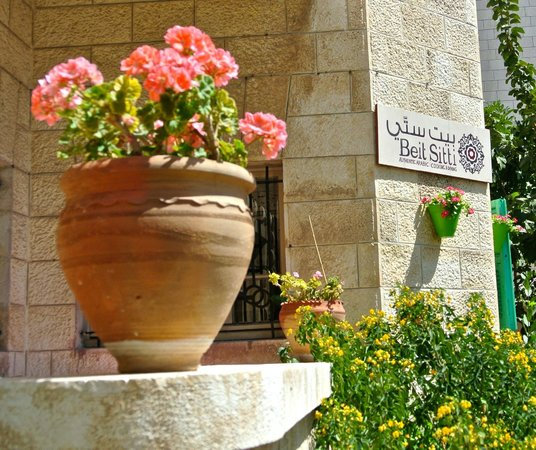 Home Cooking and Dining Experience Tour at Beit Sitti House