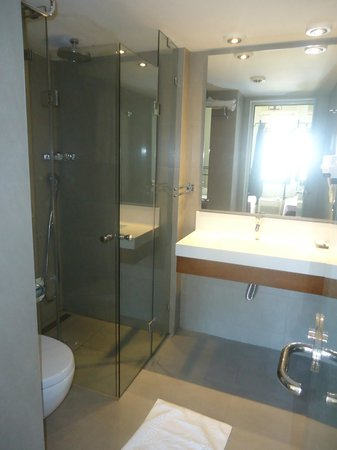 Bodrum Gulet Hotel: Renovated & clean bathroom