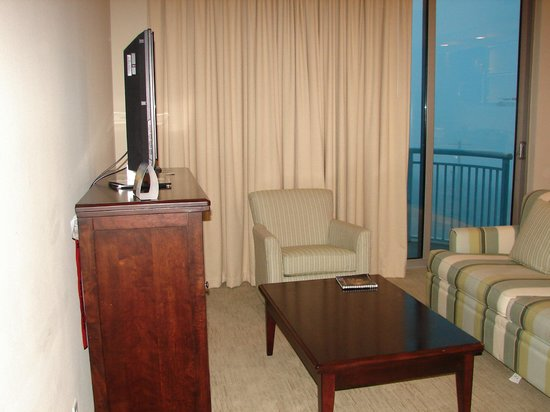 South Beach Biloxi Hotel & Suites: Living to balcony
