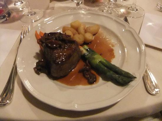The Carlyle, A Rosewood Hotel: Beef fillet main