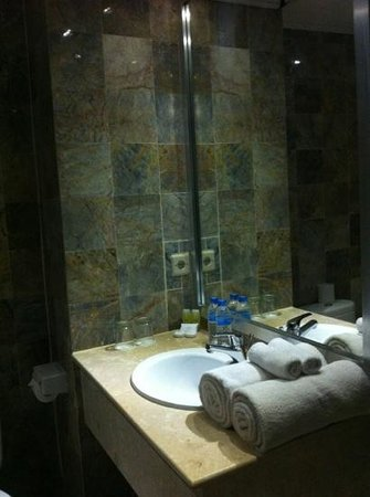 Maharani Beach Hotel: A very clean bathroom