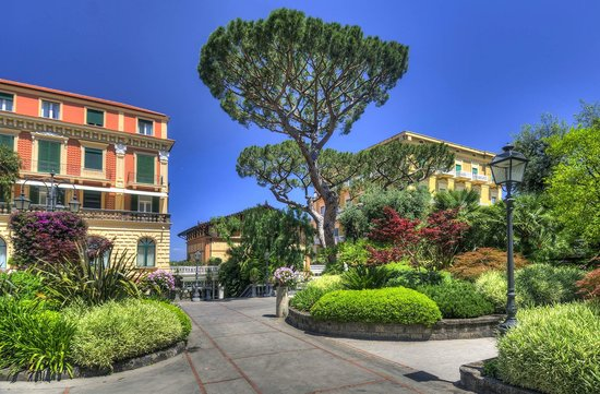 Grand Hotel Excelsior Vittoria: View from gardens