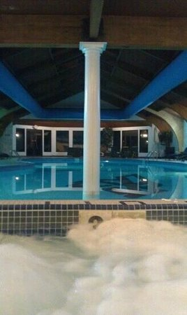The Shawnee Inn and Golf Resort: jacuzzi and pool