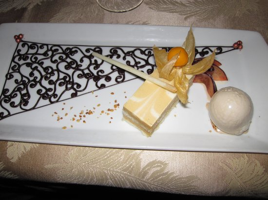 Four Seasons Resort Lana'i at Manele Bay: Dessert course at hale
