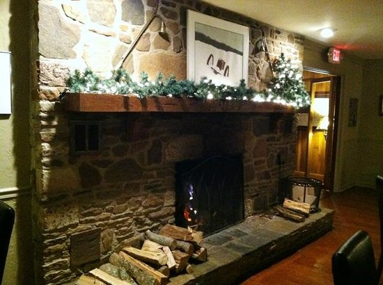 Floyd, VA: Dining room fireplace