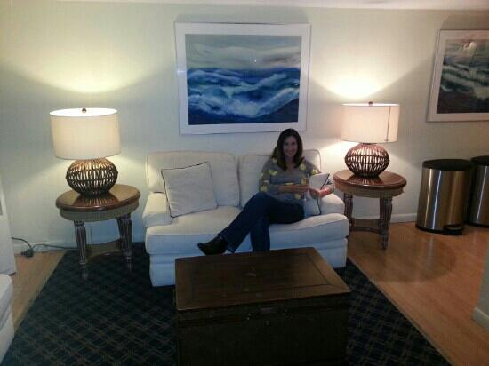 Inn on Destin Harbor : comfortable lobby