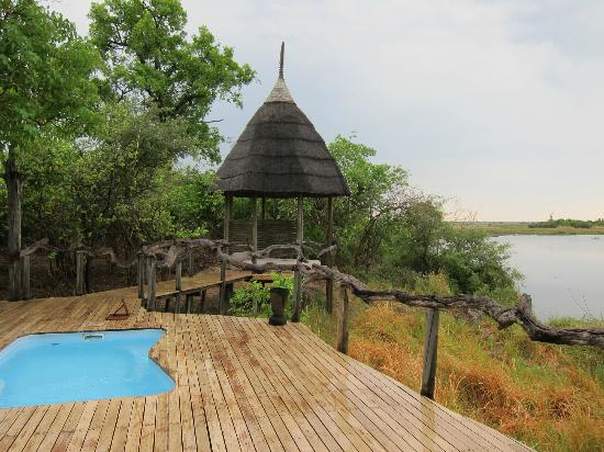 Linyanti Reserve, บอตสวานา: This is the plunge pool and private outdoor resting area at our room.