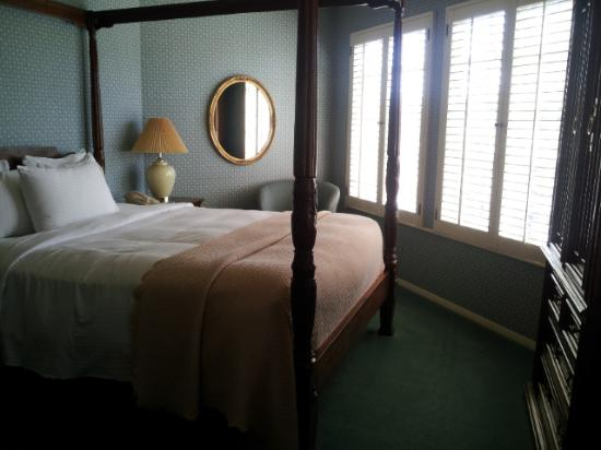 Petersen Village Inn: Village Queen Room