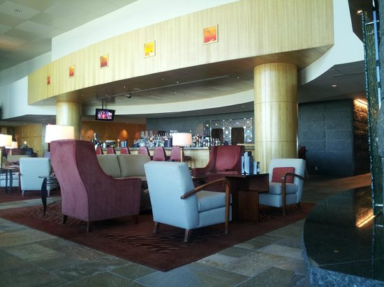 Fairmont Vancouver Airport: Bar area at Jetside Lounge