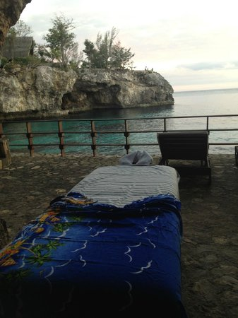 Villas Sur Mer: Sunset massage setup by the cave