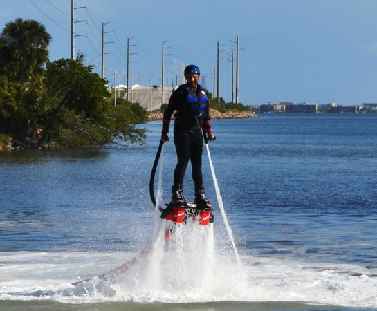 Merritt Island, ฟลอริด้า: Jump right in Flyboarding