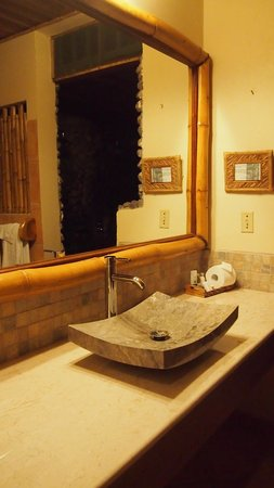 Lost Iguana Resort & Spa: Impressive bathroom