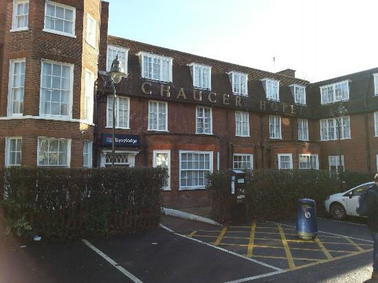 Travelodge Canterbury Chaucer Central: The outside of the hotel