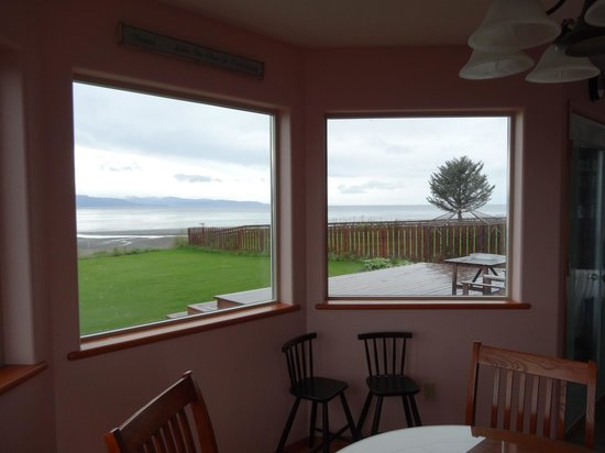 Driftwood Inn &amp; Homer Seaside Lodges: View from Common area