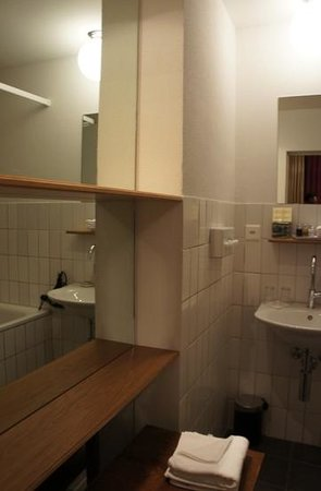 Townhouse Boutique Hotel : bathroom 