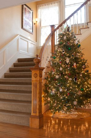 Inn at Jackson: Holiday Stairway