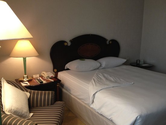 Evergreen Laurel Hotel: double bed
