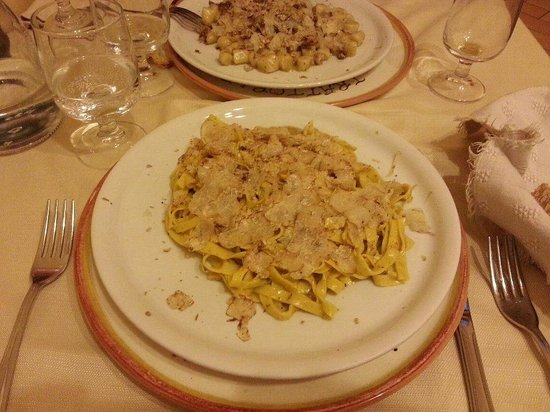 Citta di Castello, Wochy: Tagliatelle e Gnocchetti al tartufo bianchetto.