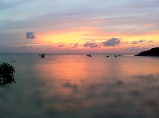Freedom Beach Resort: Sunset from Bungalow