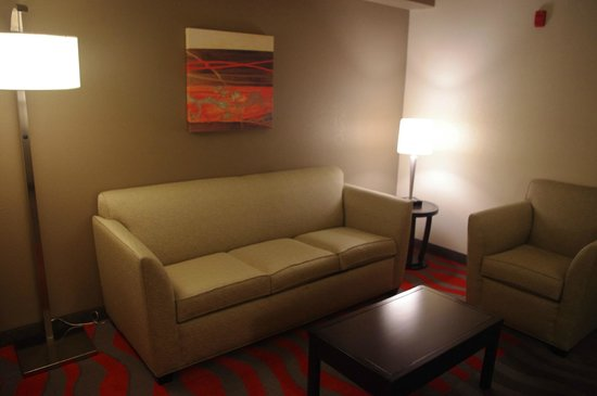 Holiday Inn Express & Suites Tupelo: Sitting Area