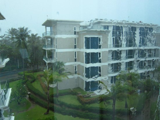 Centara Grand West Sands Resort &amp; Villas Phuket: Rainy view