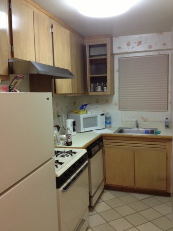 Murray Hill East Suites: Kitchenette - spacious, dishwasher, big fridge with freezer