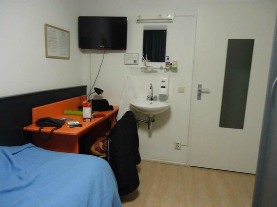Hotel La Boheme: the room has space and all facilities to make you feel confortable